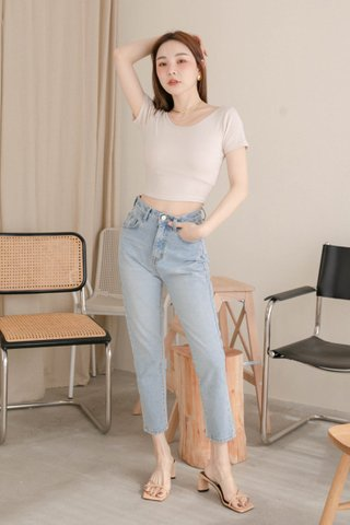 LATTE KR BASIC CROP TEE IN CREAM